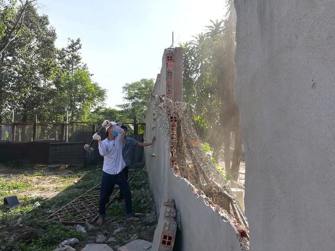 Thủ Đức tiếp tục tháo dỡ nhiều công trình không phép
