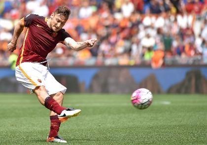 Francesco Totti: Gonzalo Higuain là kẻ hám tiền