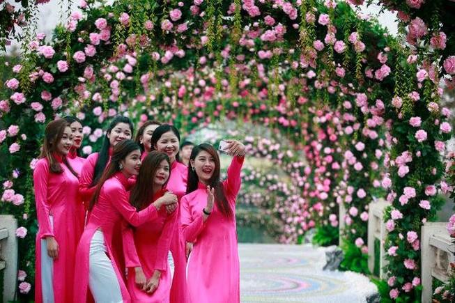 Đơn vị tổ chức Lễ hội hoa hồng Bulgaria báo cáo gì?