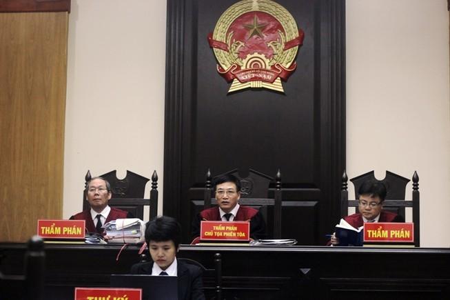Chưa tuyên án vụ Tuần Châu kiện đạo diễn Việt Tú