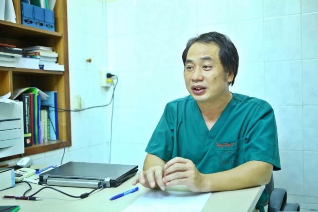 Bác sĩ kể chuyện đương đầu với COVID-19 trên truyền hình