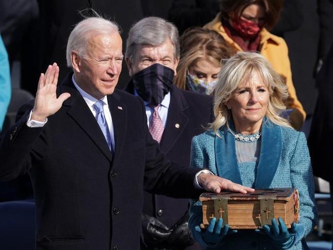 Ông Joe Biden tuyên thệ nhậm chức tổng thống thứ 46 của Mỹ. Ảnh: GETTY IMAGES