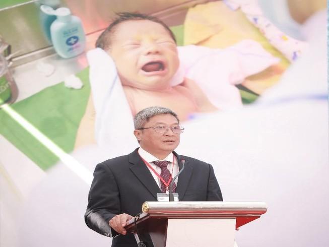 Thứ trưởng Bộ y tế Nguyễn Trường Sơn phát biểu tại lễ ký kết. Ảnh; BTC