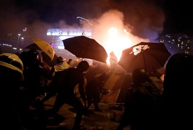 Biểu tình Hong Kong: Cảnh sát đe doạ bắn đạn thật