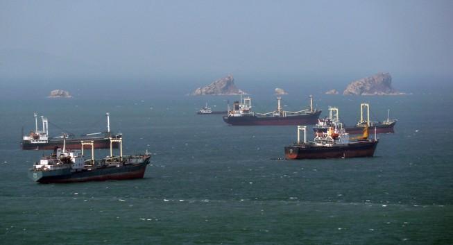 Hàn Quốc bắn cảnh cáo tàu buôn Triều Tiên xâm phạm vùng biển
