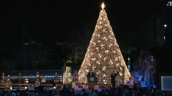 Thắp sáng cây thông Noel, nước Mỹ chào đón mùa lễ hội