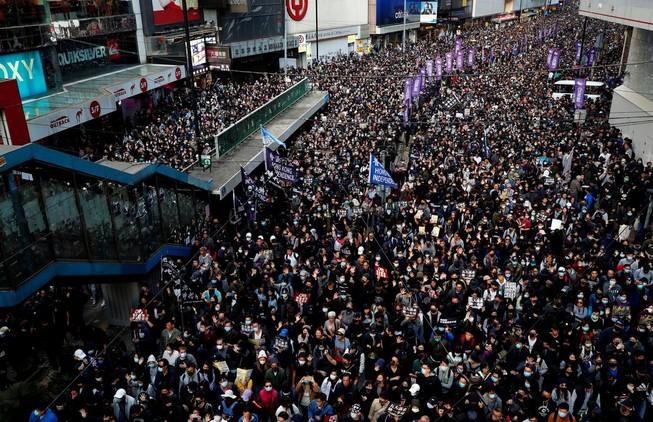 Người dân Hong Kong xuống đường đánh dấu 6 tháng biểu tình