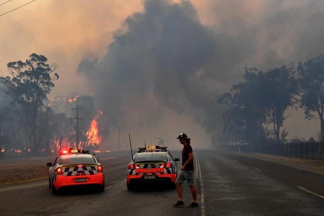 Khẩn cấp: Lửa cháy rừng bao vây Sydney, Thủ tướng bỏ kỳ nghỉ