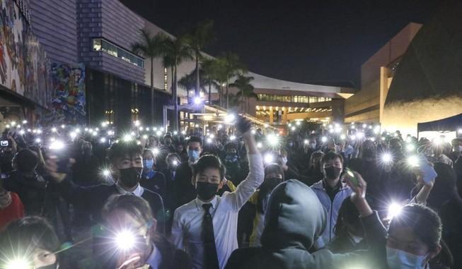 Hong Kong tiếp tục biểu tình lớn đến giao thừa 2020