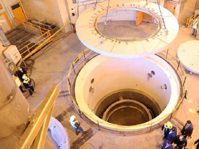Hình ảnh ngày 23-12-2019 chụp lại bên trong lò phản ứng hạt nhân nước nhẹ Arak, Iran. Ảnh: REUTERS