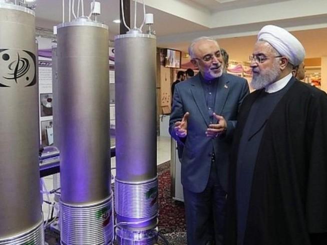 Tổng thống Iran Hassan Rouhani tại một cơ sở nghiên cứu hạt nhân của nước này