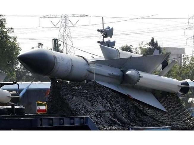 Tên lửa Fateh-110 thế hệ mới trong lễ ra mắt tháng 8-2018. Ảnh: AP