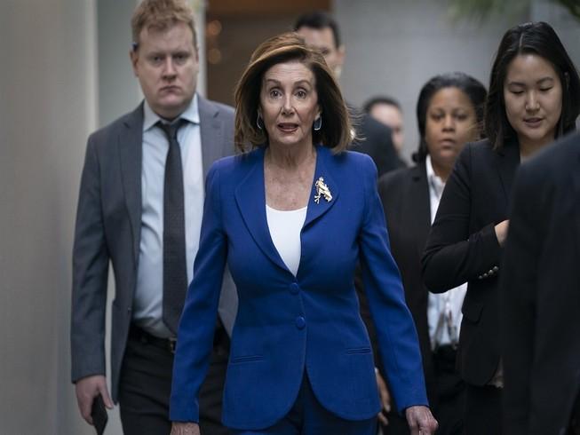Chủ tịch Hạ viện Nancy Pelosi tại Tòa nhà Quốc hội Mỹ hôm 8-1. Ảnh: AP