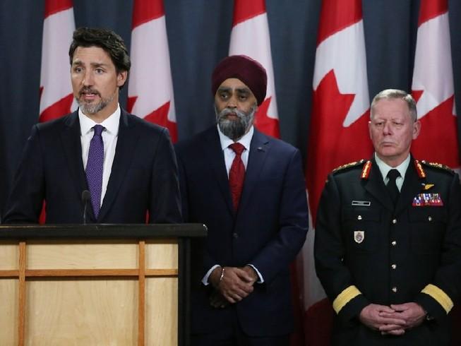 Thủ tướng Canada trả lời họp báo ở Ottawa ngày 9-1 liên quan đến vụ tai nạn máy ở Iran làm 63 công dân Canada thiệt mạng. Ảnh: AFP