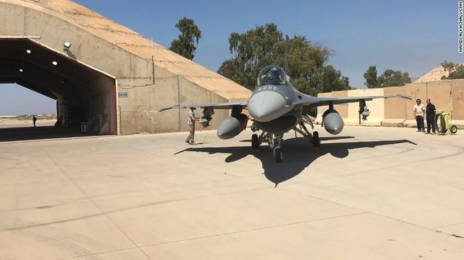 Tiêm kích F-16 tại căn cứ Al-Balad. Ảnh: CNN