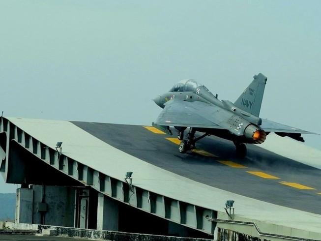 Tiêm kích hạng nhẹ đa năng HAL Tejas của Ấn Độ. Ảnh: REUTERS