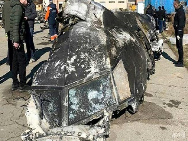 Mảnh vỡ từ chiếc máy bay của Ukraine bị bắn nhầm ngày 8-1 bên ngoài thủ đô Tehran hôm 8-1. Ảnh: AFP
