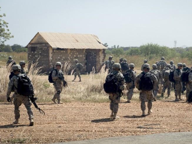 Lính Mỹ tham gia tuần tra ở Nam Sudan hồi tháng 11-2015. Ảnh: AP