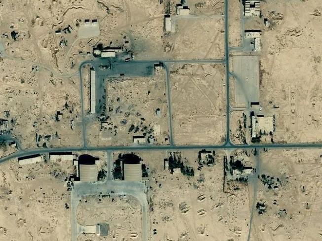 Căn cứ không quân T4 của Syria bị tên lửa, nghi của Israel, tấn công ngày 14-1. Ảnh: THESUN