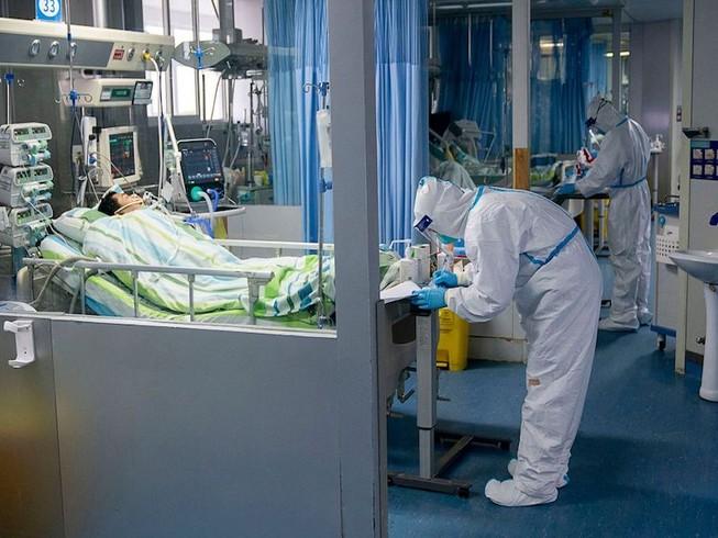 Bệnh nhân nhiễm virus corona được điều trị tại bệnh viện. Ảnh: NEW YORK POST