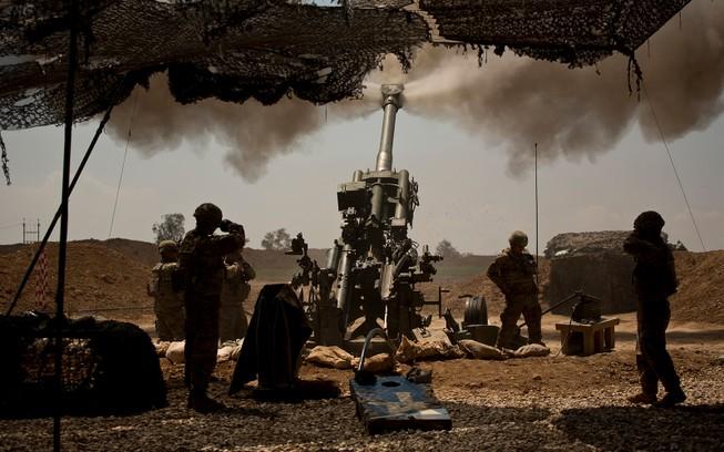 Lực lượng pháo binh Mỹ đồn trú ở Mosul, Iraq. Ảnh: AFP
