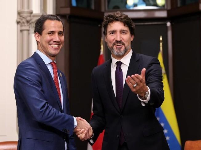 Ông Juan Guaido (trái) diện kiến Thủ tướng Canada Justin Trudeau. Ảnh: TWITTER