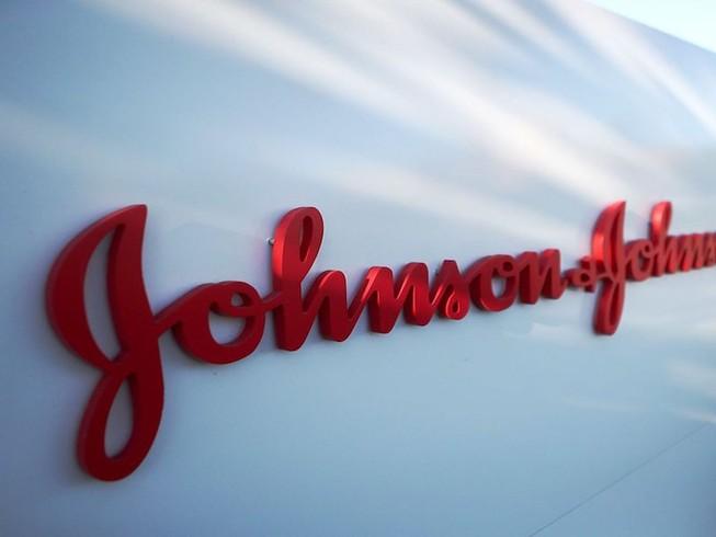 Công ty Johnson & Johnson bị phạt vì không thông tin đầy đủ đến người tiêu dùng. Ảnh: GETTY IMAGES
