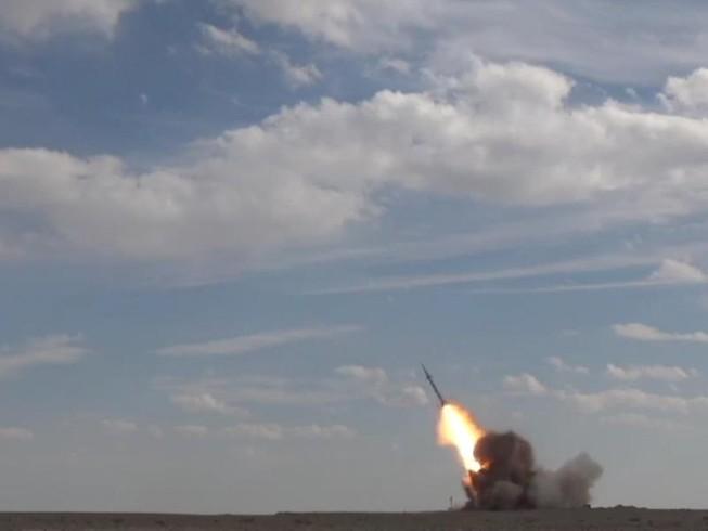 Iran công bố tên lửa đạn đạo tầm ngắn Ha'ad-500. Ảnh: IRAN PRESS