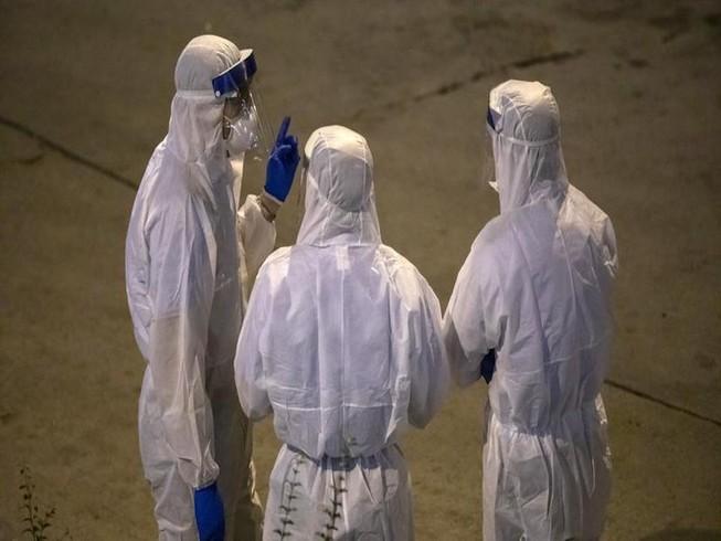 Nhóm chuyên gia của WHO được gửi đến Trung Quốc ngày 10-2. Ảnh: BLOOMBERG