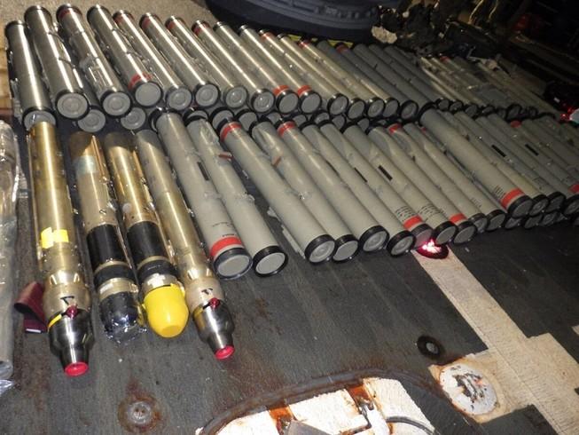 Lô vũ khí mà Hải quân Mỹ thu giữ, nghi là do Iran sản xuất. Ảnh: MILITARY TIMES