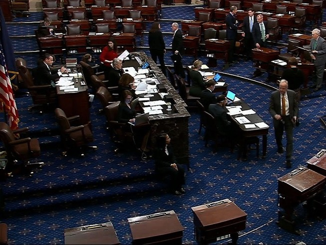 Thượng viện thông qua nghị quyết hạn chế quyền hạn chiến tranh của Tổng thống Donald Trump. Ảnh: AP