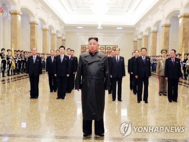 Nhà lãnh đạo Triều Tiên Kim Jong-un xuất hiện trước công chúng sau hơn 3 tuần vắng mặt. Ảnh: YONHAP NEWS