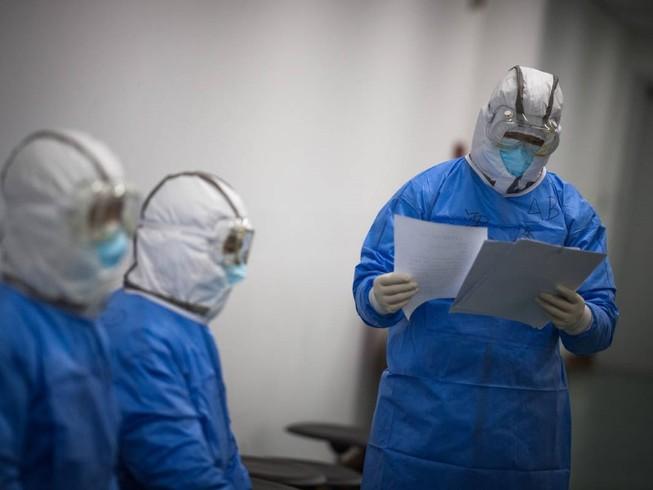 Y bác sĩ làm việc tại bệnh viện số 1 Vũ Hán (Ảnh chụp ngày 13-2). Ảnh: CCTV