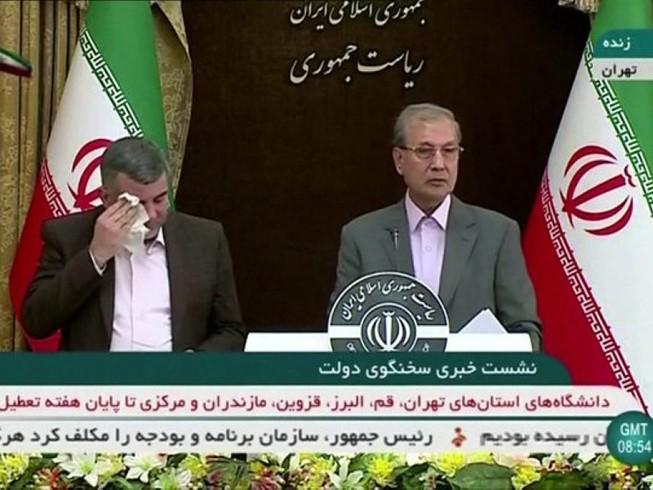 Thứ trưởng Bộ Y tế Iran Iraj Harirchi trong buổi họp báo ngày 24-2. Ảnh: ABAS ASLANI