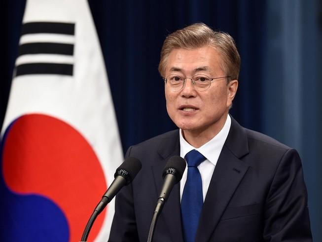 Tổng thống Hàn Quốc Moon Jae-in nhân được sự đồng ý của cả 4 chính đảng ở Hàn Quốc về kế hoạch tăng ngân sách phòng chống COVID-19. Ảnh: GETTY IMAGES