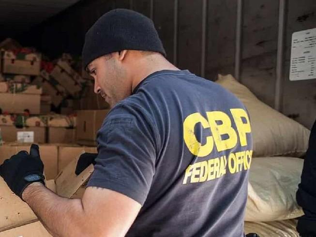 Hải quan Mỹ đã bắt giữ một lô hàng nghi là kit xét nghiệm COVID-19 giả tại sân bay quốc tế O'Hare, Chicago. Ảnh: CBP