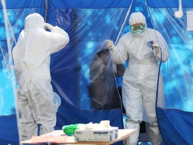 Hàn Quốc tăng cường xét nghiệm COVID-19 đối với người nhập cảnh vào nước này. Ảnh: YONHAP