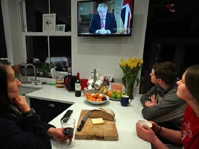 Thủ tướng Anh Boris Johnson ban hành lệnh phong tỏa đất nước trong vòng 3 tuần. Ảnh: AFP