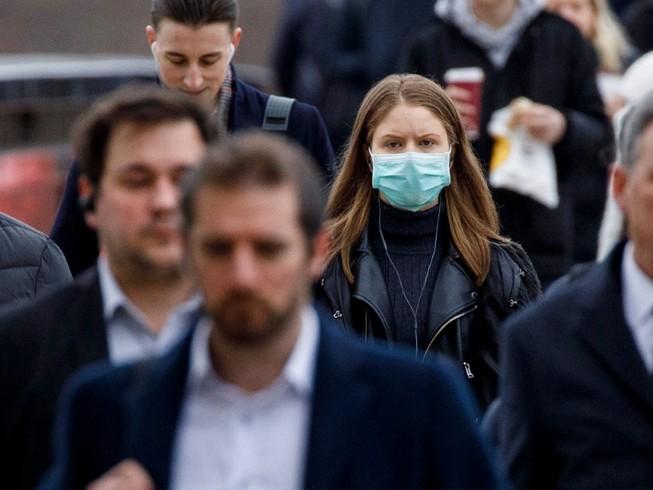 Người dân Anh đi bộ trên đường phố thủ đô London (Ảnh chụp ngày 21-3). Ảnh: BBC