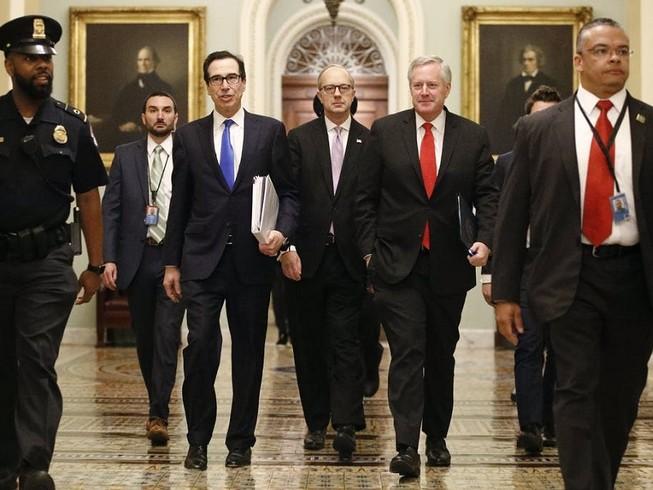 Từ trưa ngày 25-3, Nhà Trắng đã đạt được thỏa thuận với hai đảng tại Thượng viện về gói cứu trợ 2 nghìn tỉ USD chống dịch COVID-19. Ảnh: AP