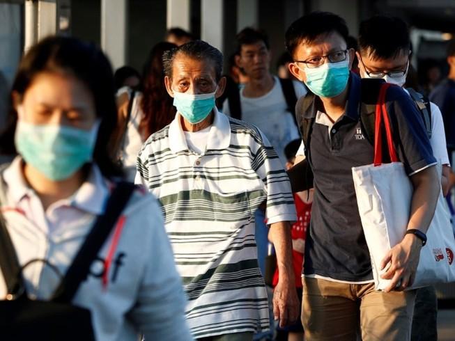 Người dân đeo khẩu trang ở Singapore, ngày 21-3. Ảnh: AFP