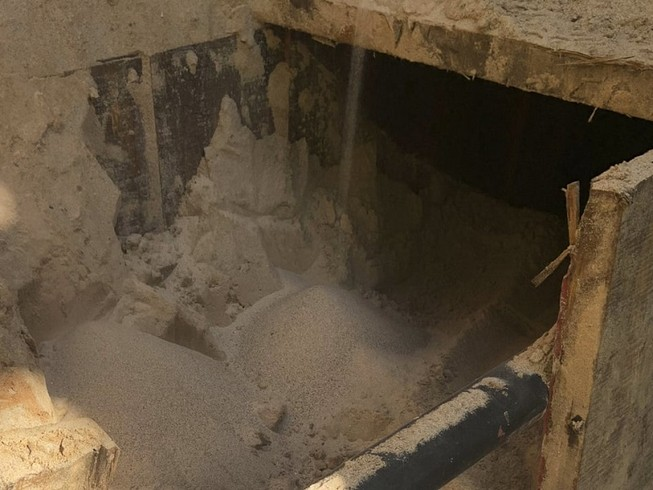 Đầu đường bí mật bị bỏ dở ở TP San Luis, bang Arizona (Mỹ) hôm 4-8. Ảnh: AP
