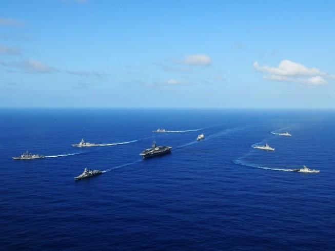 Tàu chiến Mỹ, Nhật và Úc tiến hành tập trận chung ở biển Philippines vào tháng 7. Ảnh: REUTERS