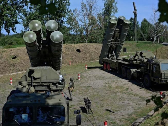Hệ thống tên lửa phòng không S-400 của Nga.