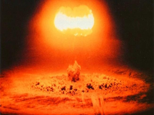 Một vụ nổ gây ra từ tên lửa hạt nhân được chụp lại.