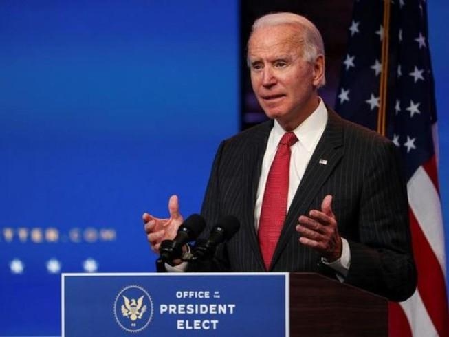 Tổng thống tân cử Mỹ Joe Biden nói chuyện với các phóng viên sau cuộc họp trực tuyến ở Wilmington, Delaware, ngày 19-11.
