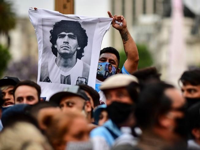 """Người dân Argentina đau buồn trước sự ra đi của """"Cậu bé vàng"""" Diego Maradona. Ảnh: NBC NEWS"""