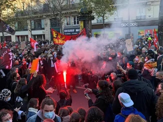 Người dân Pháp xuống đường biểu tình phản đối dự luật an ninh mới và hành vi bạo lực của cảnh sát.
