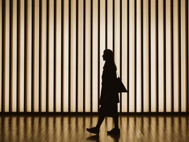 Nhiều người trẻ Nhật Bản lựa chọn sự nghiệp hơn là duy trì mối quan hệ tình cảm. Ảnh: GETTY IMAGES