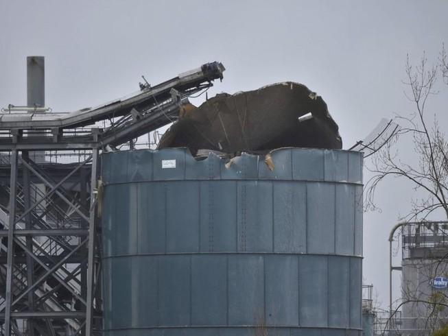 Nổ nhà máy nước thải, 4 người chết